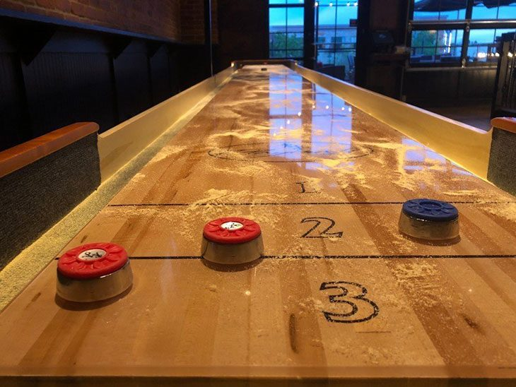 how to win shuffleboard game pigeon